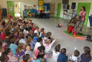 En live à l'école maternelle du centre (St Chéron le 12 Avril 2012) (Hugo Barbet - Saisons en Vrac)